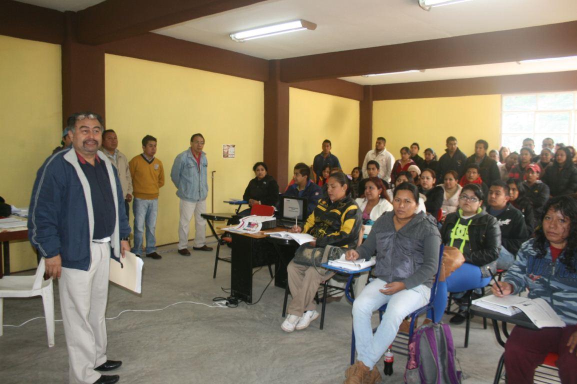 La XVIII Junta Distrital Ejecutiva del INE, capacita a 114 asesores capacitadores electorales. (1)