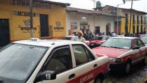 Taxistas de Cosco detienen a sus homólogos de Alpatláhuac y Calcahualco (5)