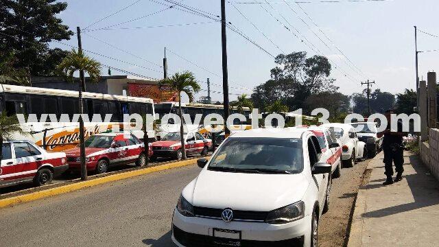 Taxistas retienen seis motoraxis por ofrecer servicio irregular en Tezonapa