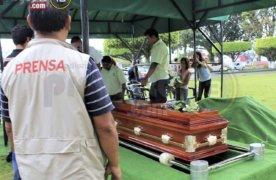 Sin música de Mariachis, pero con calor humano de amigos periodistas, fue despedido Ricardo Monlui Cabrera